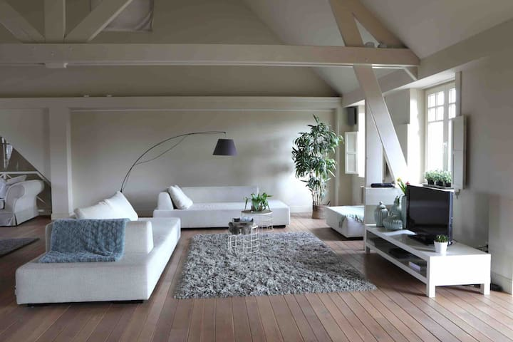 The Loft  kantoorruimte / Privé   grote  luxe Loft