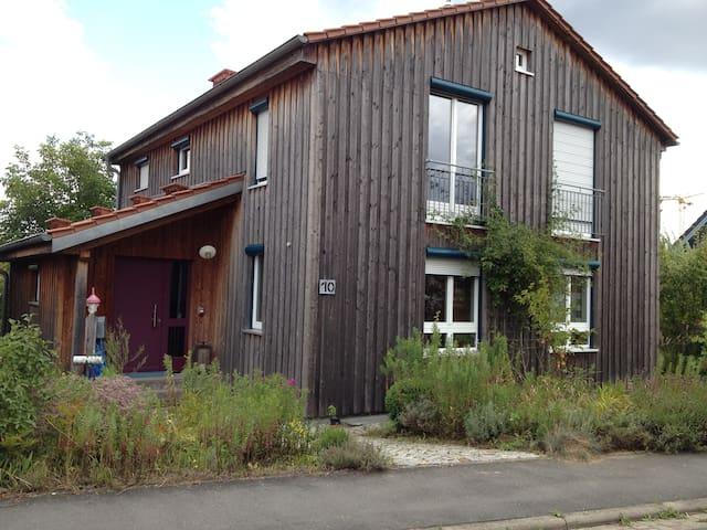 Holzhaus mit Garten - Altertheim - 獨棟