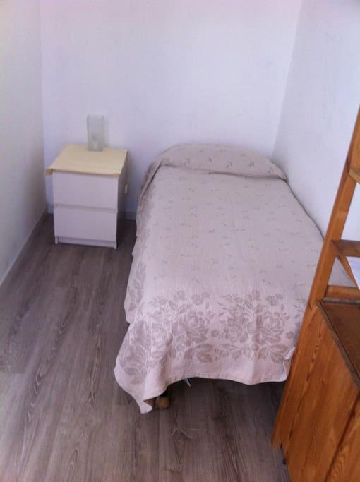 il letto singolo, ma a detta degli ospiti molto comodo