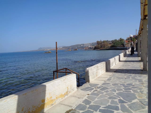 City and sea: Apartment in Chania