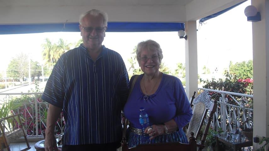 El grato recuerdo de esta pareja de americanos, por su amabilidad y gentileza durante la estancia en nuestra casa