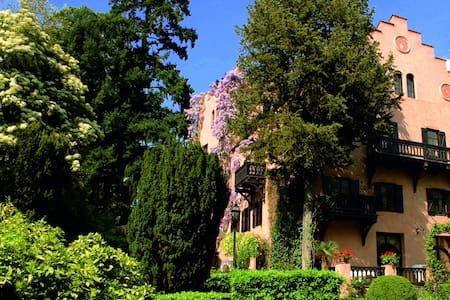 Castel Pienzenau (double/twin room) - Meran - Bed & Breakfast