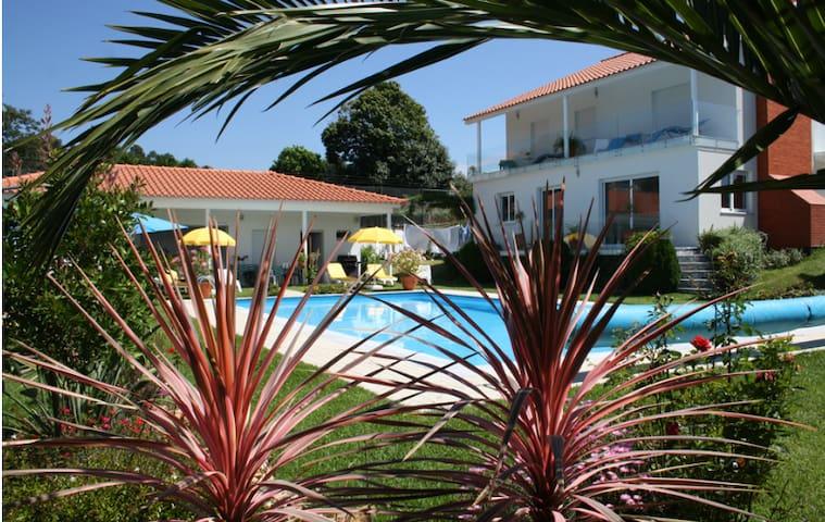 Villa Vale Flores: chambres d'hôtes - Santa Marta de Portuzelo - Bed & Breakfast