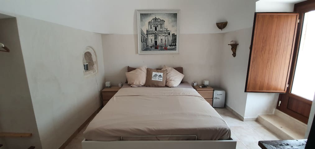 Trulli Apartment 1 with Kingsize Bed for 2 Adults with Smart TV, Netflix, Disney+ Sonos, Spotify. Air Conditioning and Heating System. Rain-Shower with Glasdoors.
