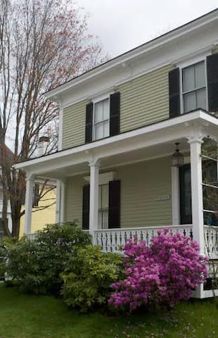 Charming Apt in Historic District/Walkable to BIW