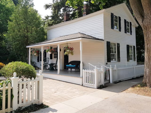 Charming Alexander Mckee House in heart ofold town