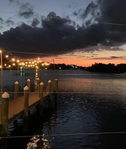 Traditional Florida Vacation Duplex w/ Gulf Access