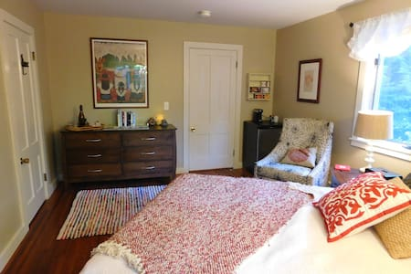 Cozy Suite with a Sweet Porch, Near Town - Amherst