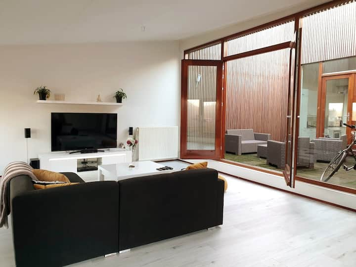 Spacious 133m2 Penthouse, 7 mins to Central