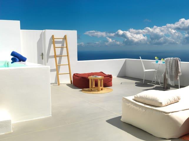 Santorini Heights | Garden Suite
