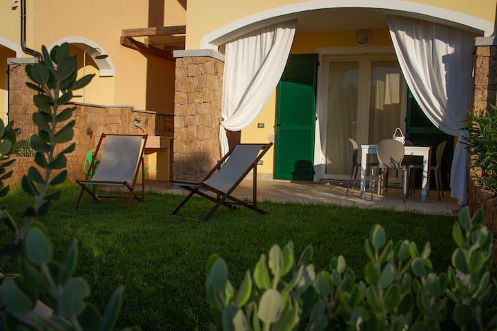 THE DREAM HOUSE con giardino, piscina, fronte mare