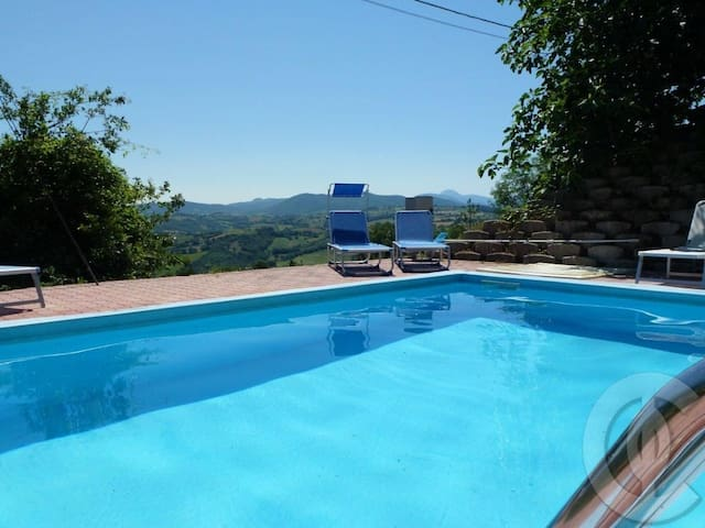 Country villa with view, pool, WIFI - Sassoferrato - Hus