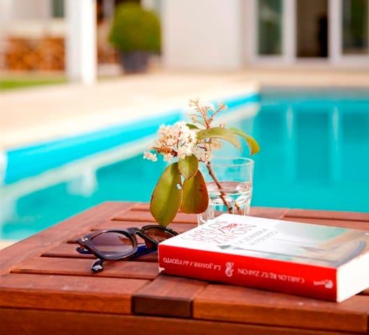 Modern villa w/ pool  10 min walk from beach