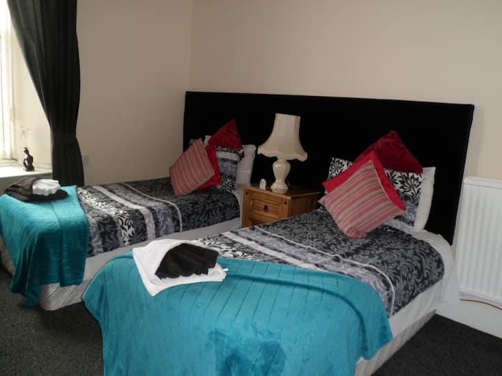 R4) Twin Room Shared facilities