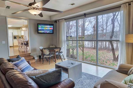 Retreat on Lake Hartwell, THE BEST DOCK, Sleeps 8!