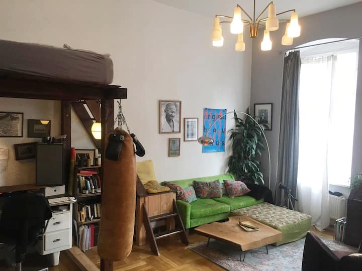 Room in huge flat in the heart of Schöneberg!