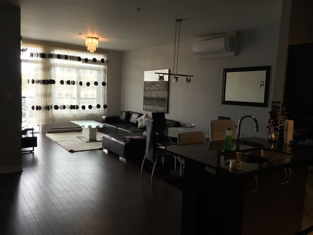 LAVAL NEW CONDO FULLY FURNISHED LUX - Laval - Appartement