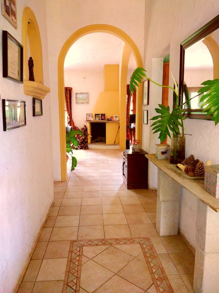 Secluded Farm home, 20 min from Guate airport