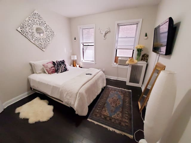 🌍 Friendly Chic Private Room Close to EWR and NYC