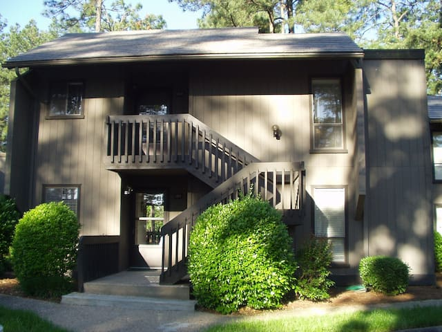 LOVELY 2BR PINEHURST CONDO w/ GOLF COURSE VIEW! - Pinehurst - Selveierleilighet