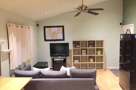 Private Studio, Bath & Kitchen - Spacious & Clean - Union City