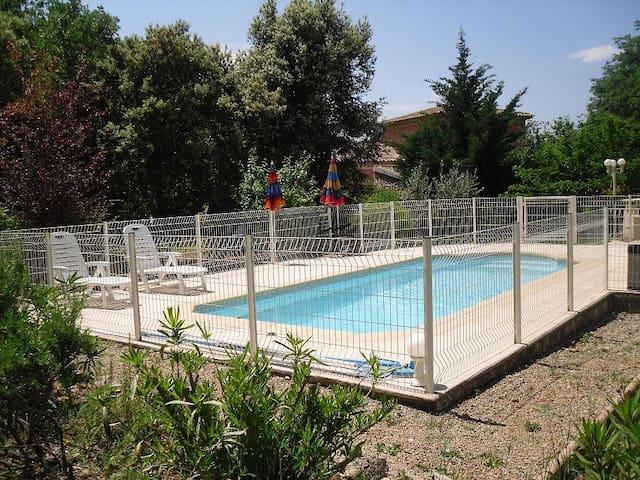 Idéal  2 à 4 pers,  avec piscine