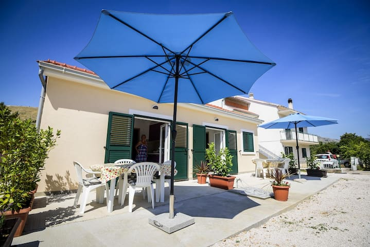 Sunny 2-room apartment near the beach - Grebaštica - Appartamento