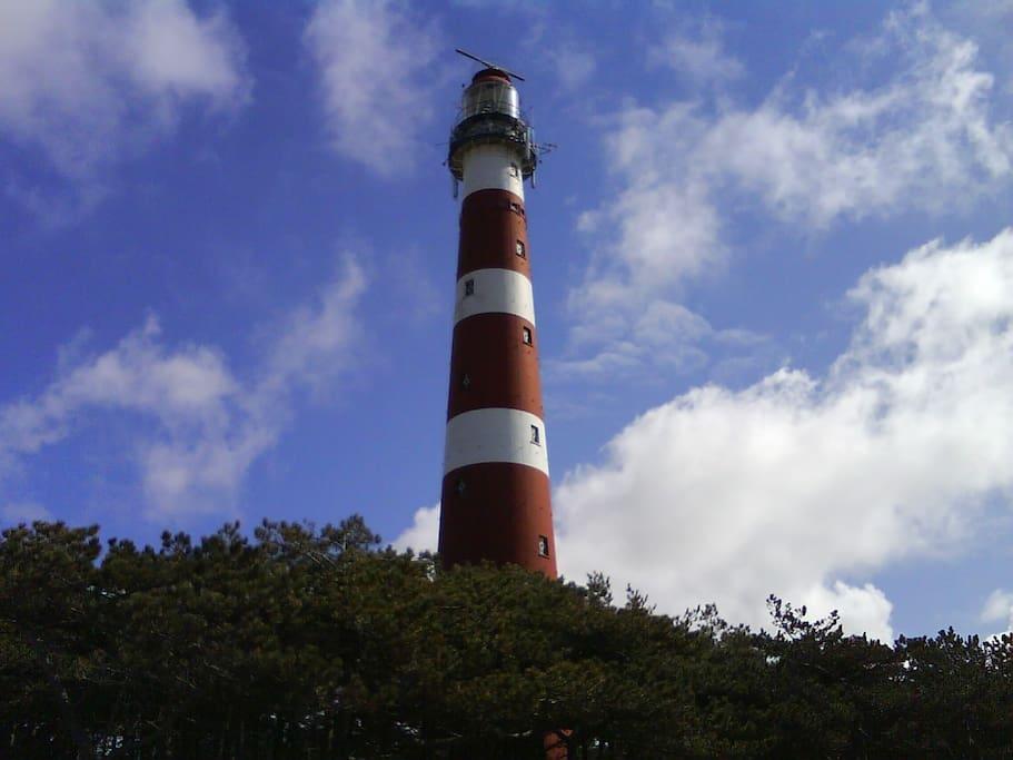 Ameland heeft de hoogste vuurtoren van de Nederlandse kust.