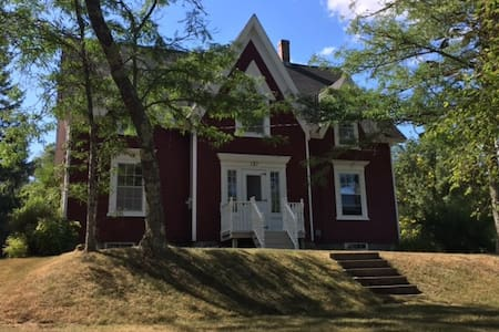 Twin Bedroom in historical home - Mahone Bay