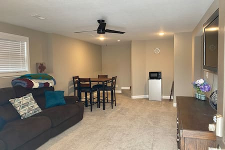 Military Family Getaway-2mi toFLW-Sleeps 7-2BR/1BA