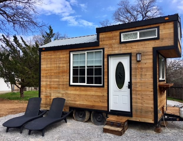 CHILL - 200 square feet of happy living