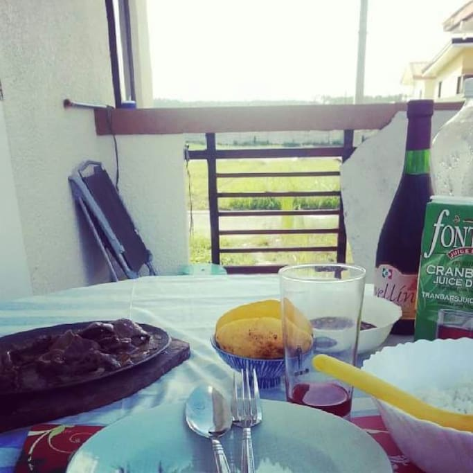 Connect to nature while having breakfast. the veranda