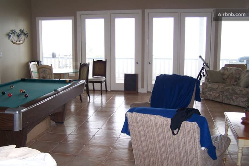 saint george island chat rooms Thatch cabanas & private suites st george's offers the ultimate in privacy each room features a comfortable you choose where you want to be on the island.