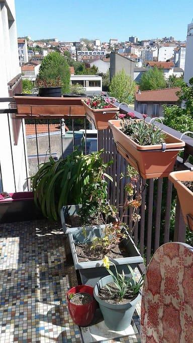 Balcon côté plantations. Vue sur Fontenay à votre gauche.