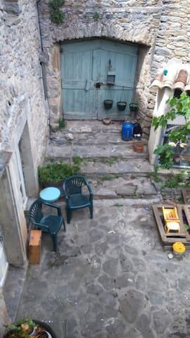 Entrée dans la patio, vue depuis notre étage