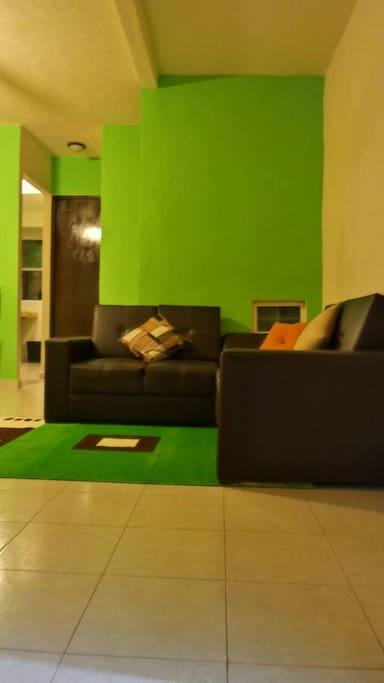 Bonita Sala con Televisión por cable.