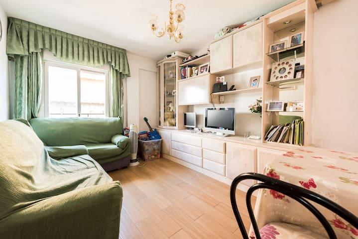 Habitaci n privada apartamentos en alquiler en madrid for Alquiler habitacion plaza espana madrid