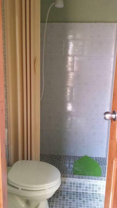 baño de la habitacion 2, casa helvetia.
