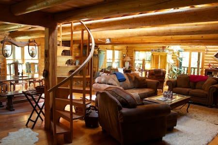 Papa Bear's Lodge, grand log cabin! - Nevada City - Hus