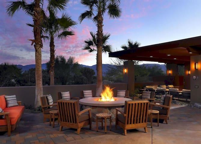 Palm Desert Willow Villa (Deluxe)