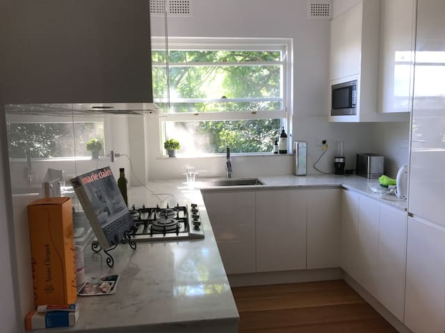 Modern & Clean room in great location - Double Bay - Apartament