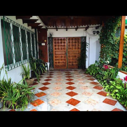 Cozy Guest House in Costa Rica (1) - Sabanilla - Talo