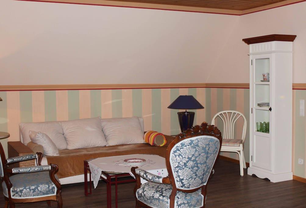 Wohnzimmer mit Doppelschlafcouchausziehbar für  2 Personen
