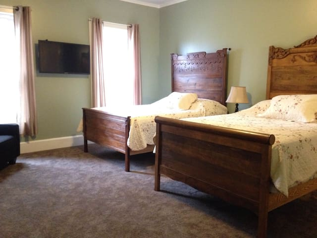 Cook Mansion Caven Cascades - Montour Falls - Bed & Breakfast