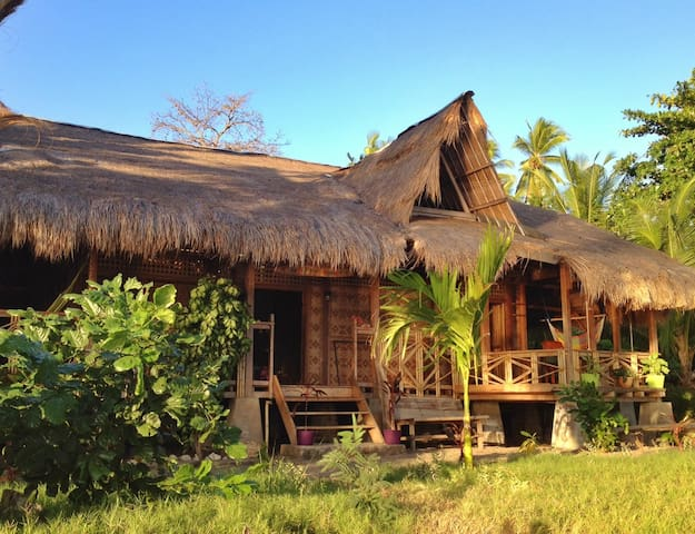 The Sleepy Lagoon Beach House - Wodong Beach, via Maumere - Casa