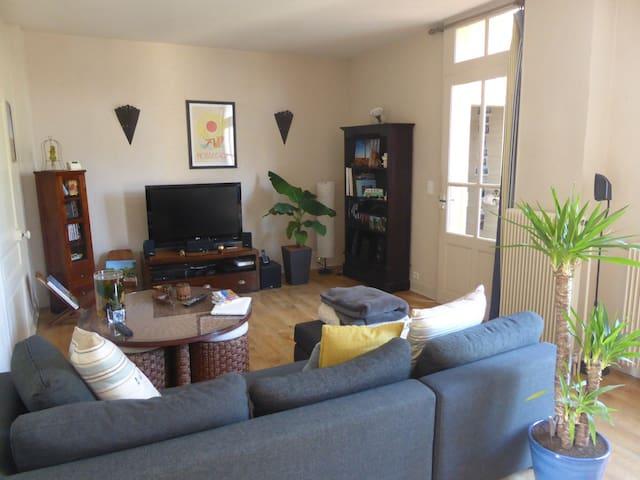 Chambre privée au calme et proche centre ville - Brive-la-Gaillarde - Ev