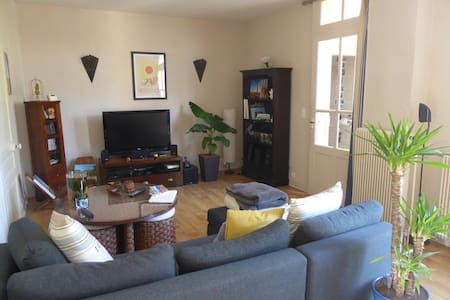 Chambre privée au calme et proche centre ville - Brive-la-Gaillarde - Hus