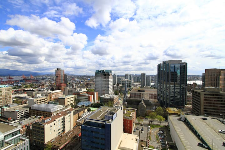 City Center Condo in Heart of Downtown Vancouver