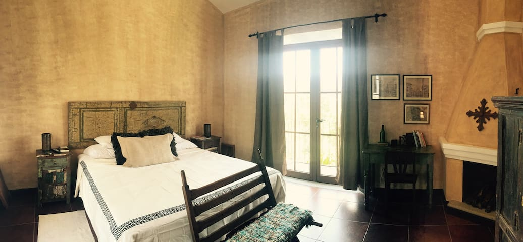 The Grande Bedroom - Antigua Guatemala - House