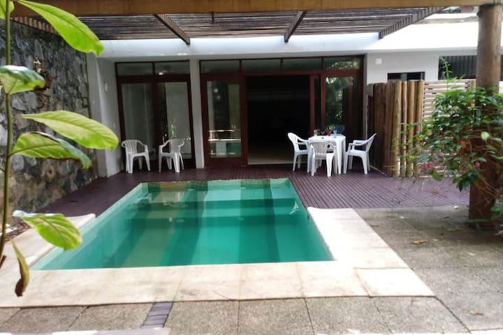 Casa de praia colonial com piscina Barra-Ondina